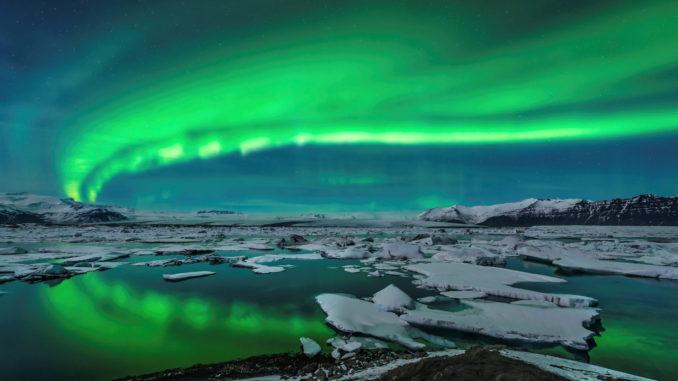 Spectacular aurora display over Jökulsárlón, Iceland